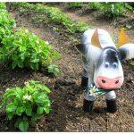 Корова из пластиковых бутылок