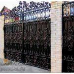 Кованые ворота — хороши на фото!