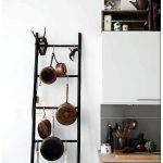 Лестница: идея как хранить сковородки на кухне