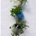 Висячий огород: горшки из банок, жестянок и другой тары