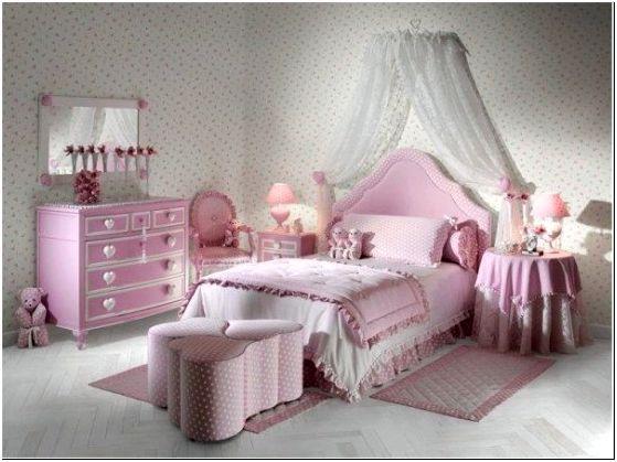 Идея декорирования комнаты для девочки-подростка в розовом цвете