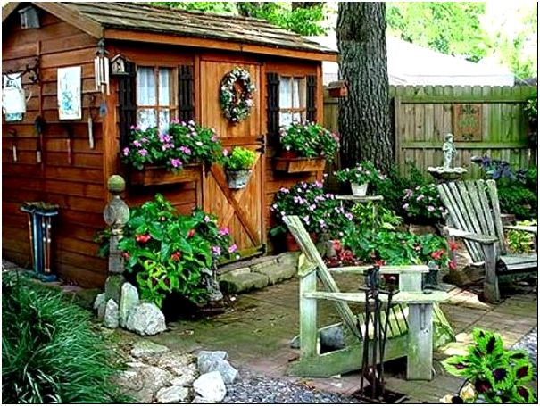 Фото 8 – Украшение садовых построек цветами, зеленью