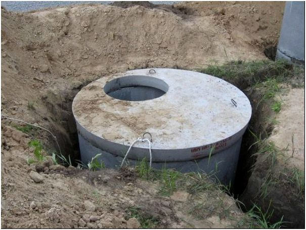 Процесс строительства выгребной ямы