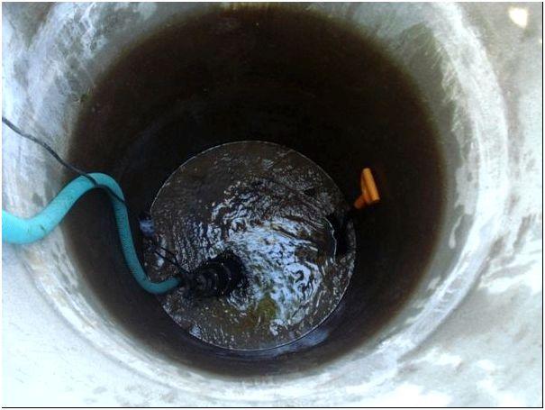 Проведение чистки скважины с помощью дренажного насоса