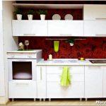 Дизайн кухни с белым гарнитуром – свобода в оформлении