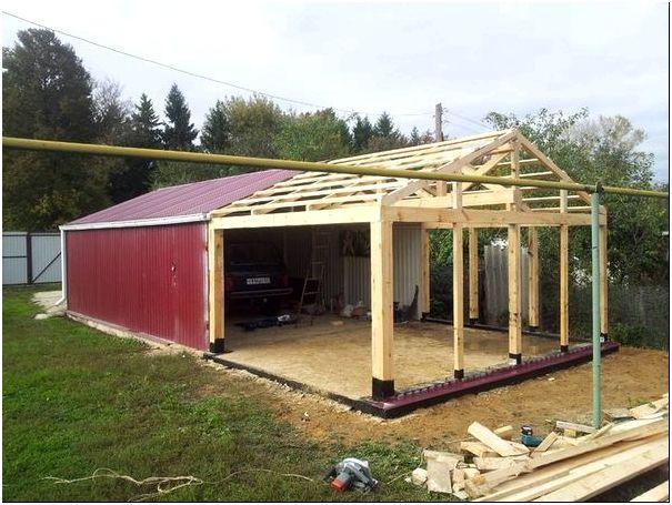 Возведение гаража из дерева является наиболее простым из всех возможных материалов