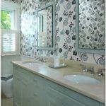 Как выглядят жидкие обои в ванной комнате — фото и видео.