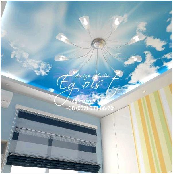 Потолок детской комнаты с обоями неба