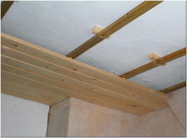Фото 3 - Потолок из деревянной вагонки
