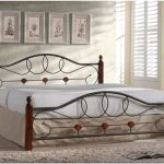 Деревянный интерьер спальни. используем неизменный материал всех времен
