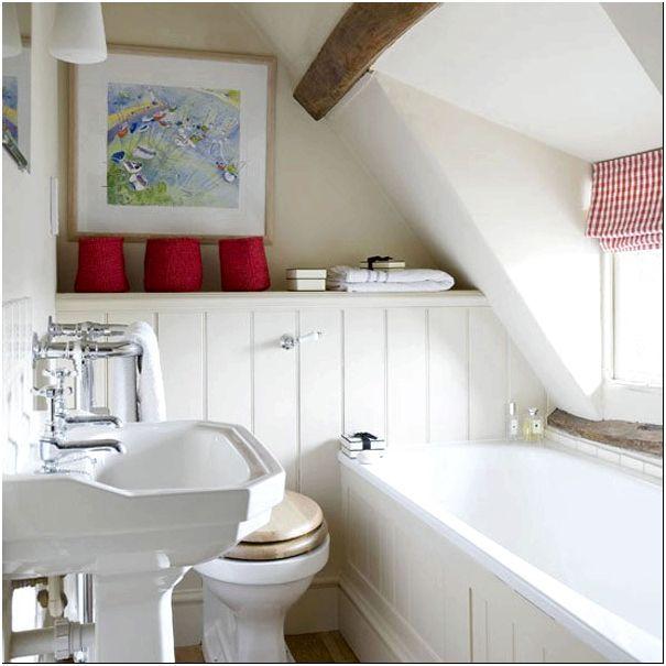 Рис. 3. На степень комфорта в ванной комнате с окном также влияет расположение. Мансарда - один из самых укромных уголков частного дома.