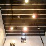 Потолок из пластиковых панелей: от дизайна до монтажа