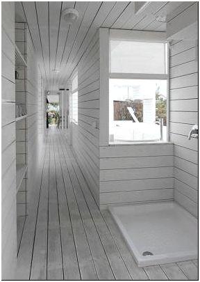 Фото 7 - Коридор загородного дома в белом цвете. Реализованный проект по дизайну Петра Костелова