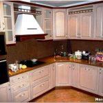 Как сделать удобной маленькую угловую кухню?