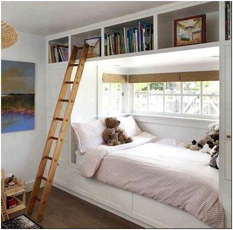 Фото 8 - Встроенная в мебельную стенку возле окна детская кровать