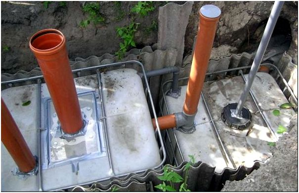 Подсоединение труб к системе с двумя кубами
