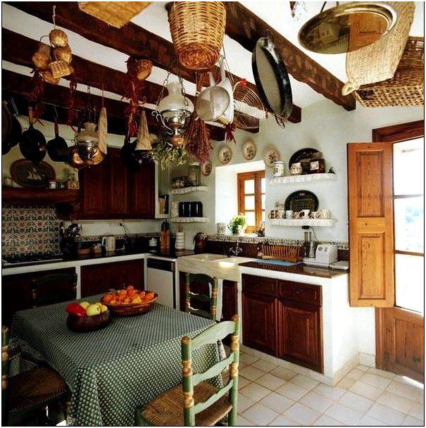 Фото 3 - Интерьер деревянной кухни в стиле кантри