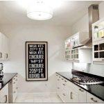 Дизайн длинной кухни — 2 правила оформления интерьера