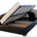 Еще одно решение для небольшой спальни: кровать угловая