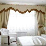 Стильные решения для оформления окна в спальне
