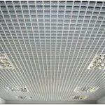 Как подобрать и установить подвесной потолок в ванной комнате