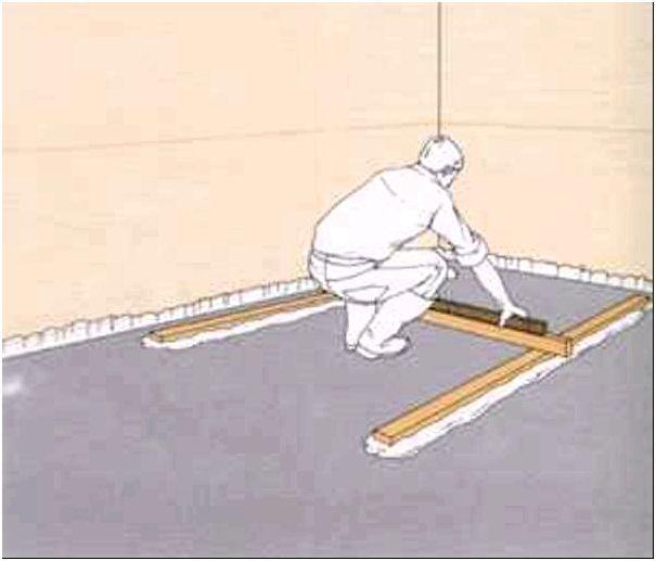 Рисунок 5 - Проверка уровня первых маяков перед нанесением цементно-песочной стяжки на основание пола