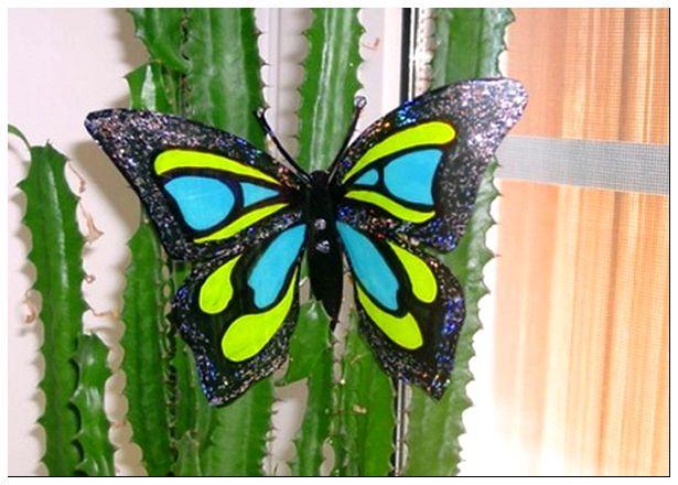 Чем покрасить бабочек из пластиковых бутылок