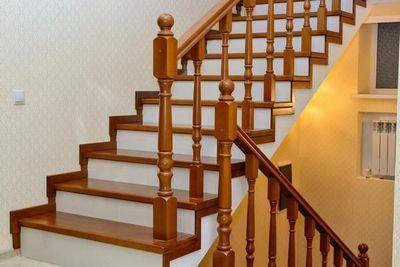 Выбираем правильно породу дерева для облицовки лестниц