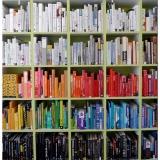 Все цвета радуги: организация книг на полках