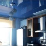 Натяжные потолки в кухне – идеальный рецепт оригинального интерьера