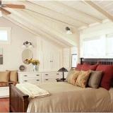 Спальня в мансарде – дизайн помещения с учетом его особенностей