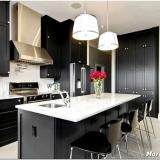 Баланс контраста и правильная расстановка акцентов кухни в чёрно-белом цвете