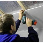 Преимущества и инструкция монтажа панелей пвх на потолок