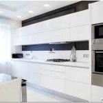 Белый цвет в интерьере кухни: нежность стиля