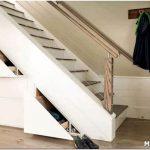 Пространство под лестницей: варианты использования и оформления